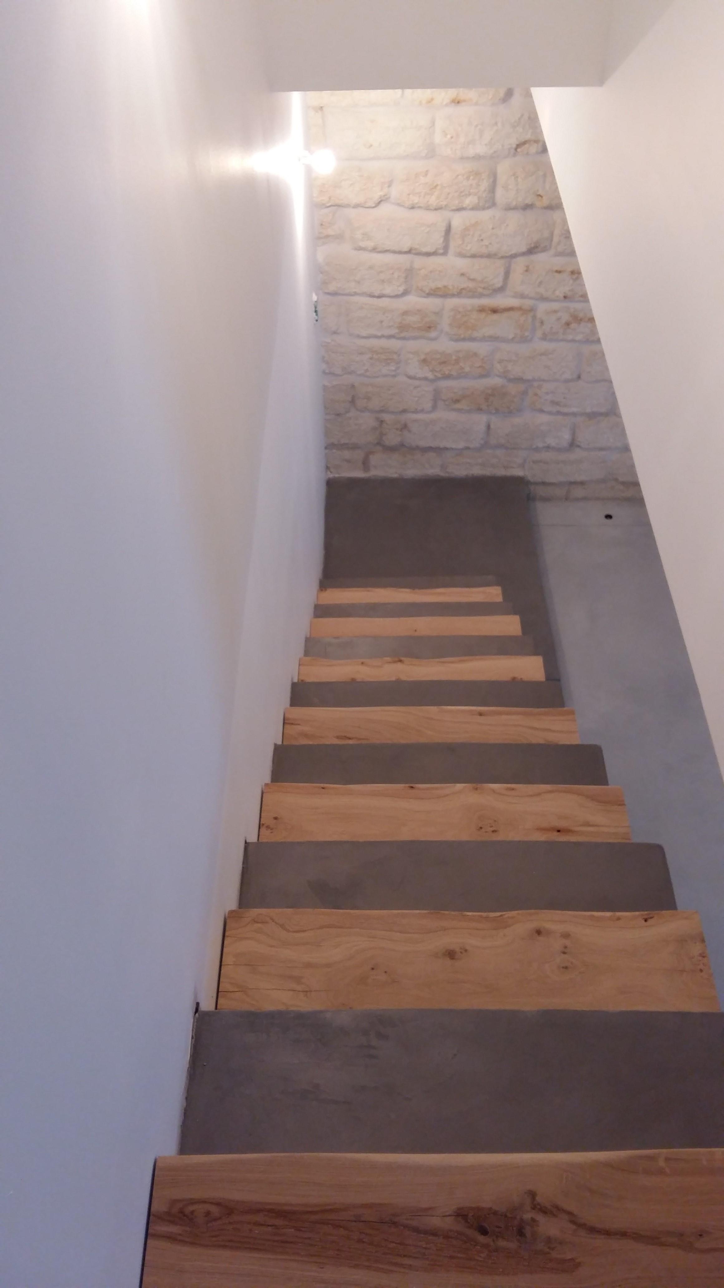Escalier en Béton ciré moderne - Revêtement sol et mur Nîmes ...