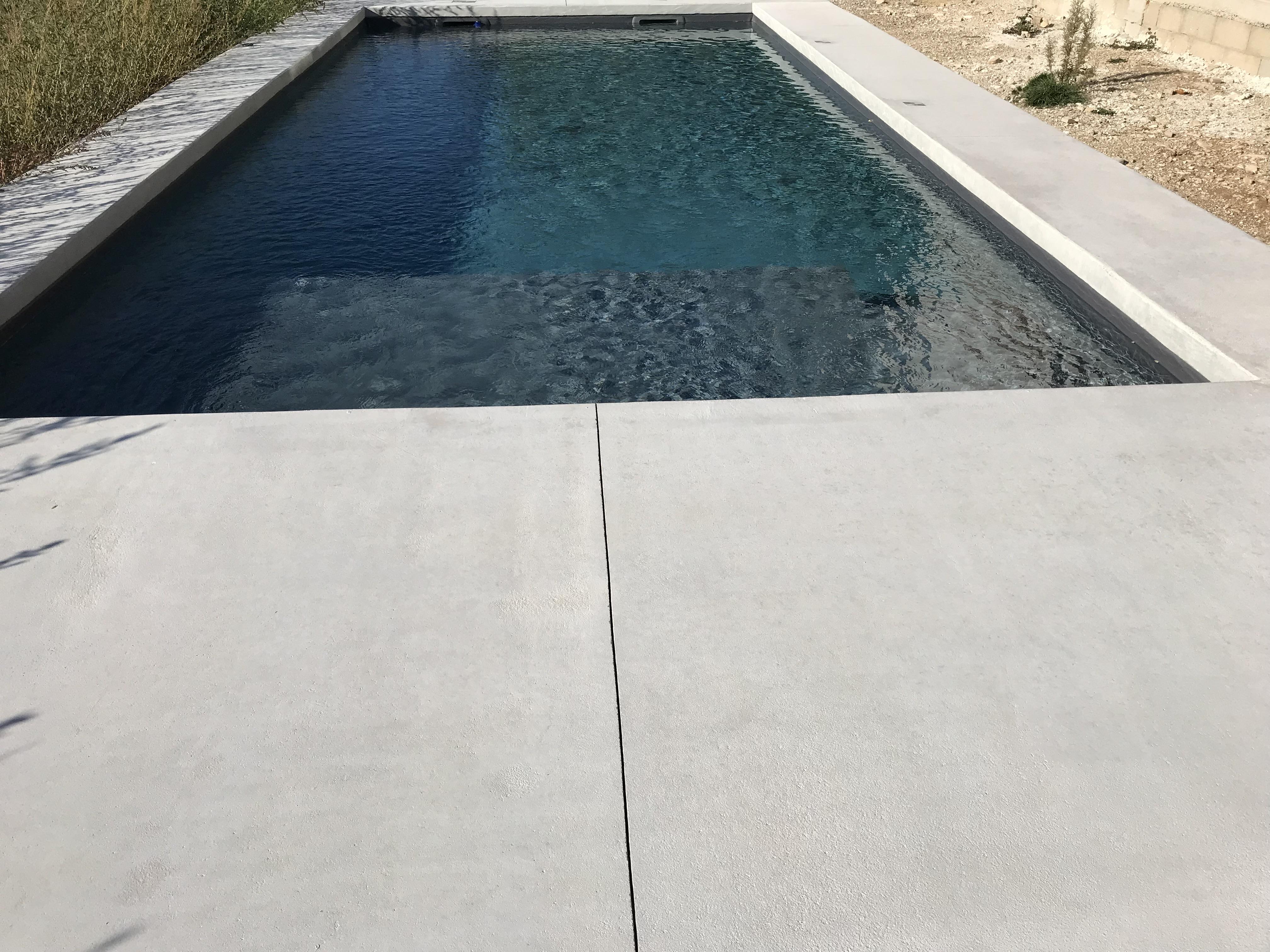 Pose Beton Ciré Exterieur plages de piscine béton coloré - revêtement sol et mur nîmes